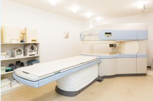 オープン型MRI(APERTO 日立製)
